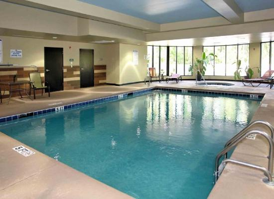 Comfort Suites New Bern: Pool