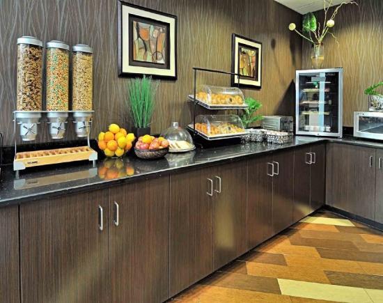 Comfort Suites New Bern: Breakfast Area