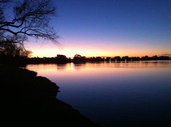 Leederville, Avustralya: Lake Monger winter sunset