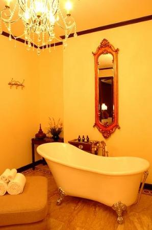 Puripunn Baby Grand Boutique Hotel: Baby Suite Bath Room