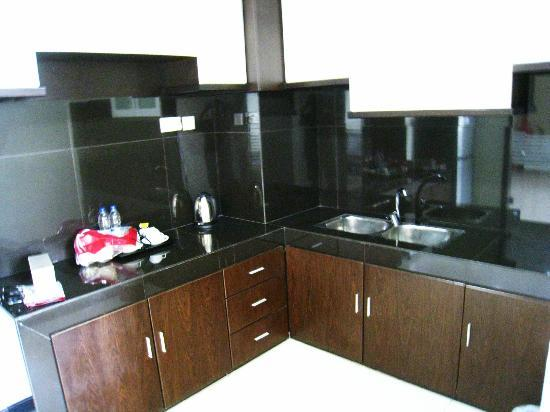 The BCC Hotel & Residence: basic kitchen with no kitchen wares nor utensils