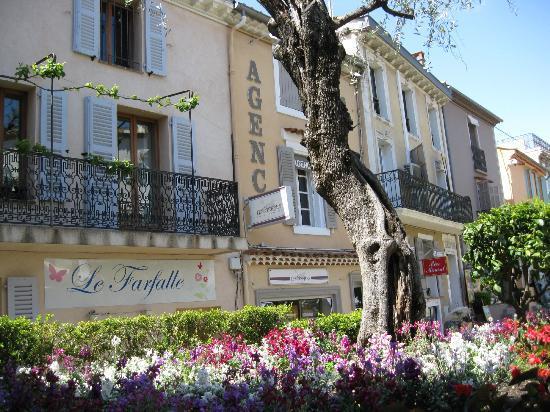 Mougins, France: 美しい景色を見ながらのランチタイム