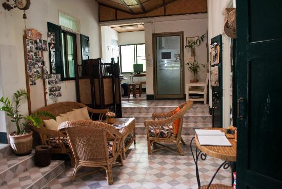 Baan Rub Aroon: living room