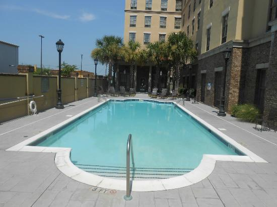 Hampton Inn & Suites Savannah Historic District: Hotel Pool