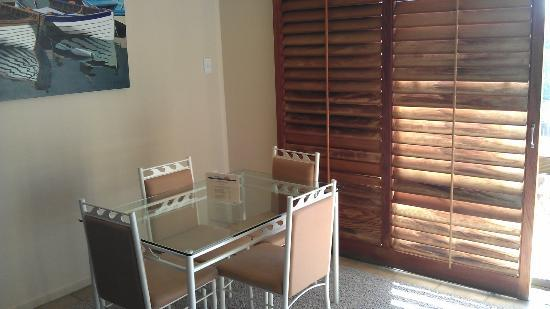 Onetangi Beach Apartments: Dining area