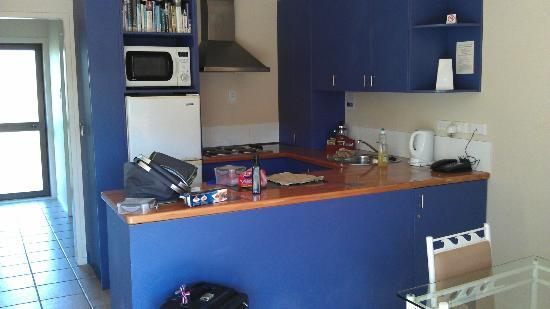 Onetangi Beach Apartments: Kitchen