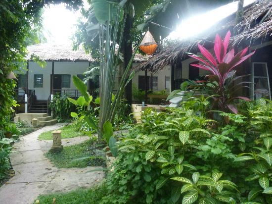 Aonang Tropical Resort: Vue extérieure sur les chambres