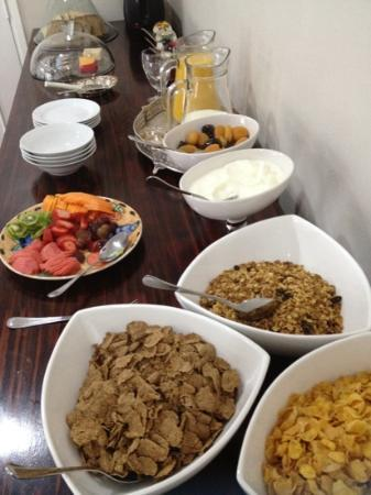 Cotswold Gardens Guest House: Breakfast Spread
