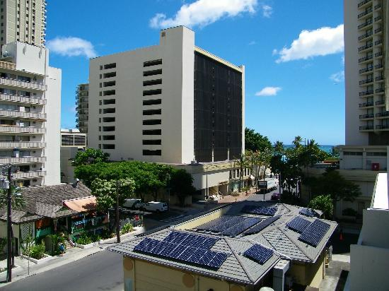 Waikiki Central Hotel: View from lanai