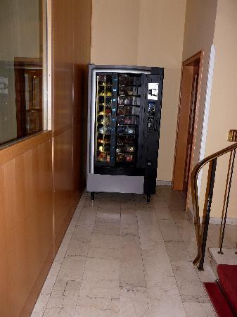 Krone Hotel-Traben Trarbach: Automaat met allerlei dranken...