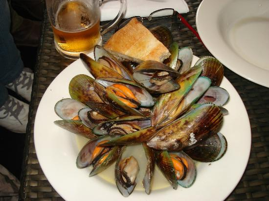 Quality Hotel Oceans Tutukaka: 1KG MUSSELS Steamed with white wine and garlic and served with crusty bread