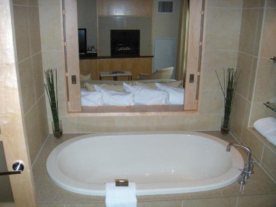 Portland Harbor Hotel: Air jet tub