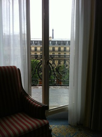Fraser Suites Le Claridge Champs-Elysees: Balcony 1 window view