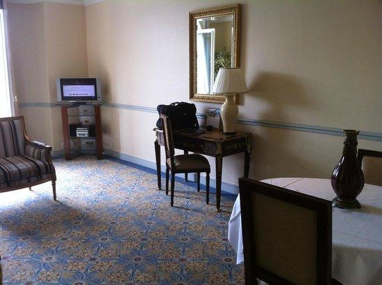เฟรเซอร์สวีทส์เลอคลาริดจ์ ชองส์เอลิเซ่: Lounge room