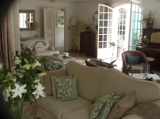 das wohnzimmer - picture of pavillon de pampelonne, ramatuelle, Wohnzimmer ideen