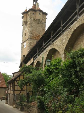 Town Walls : Vue sur les remparts  et la tour Klingen