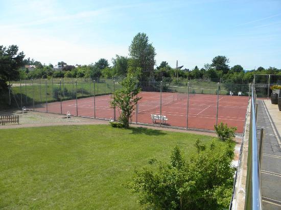 Astor Sporthotel: Tenni court