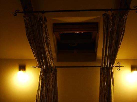 Pension Corto: this is close-up photo of the ceiling window (only able to open half-way)