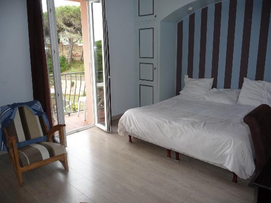 Hotel Les Jardins du Cedre : chambre