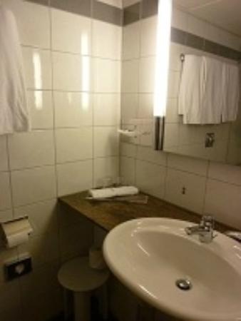 Mövenpick Hotel Zürich-Regensdorf: ドライヤーの風量は問題ありませんでした。