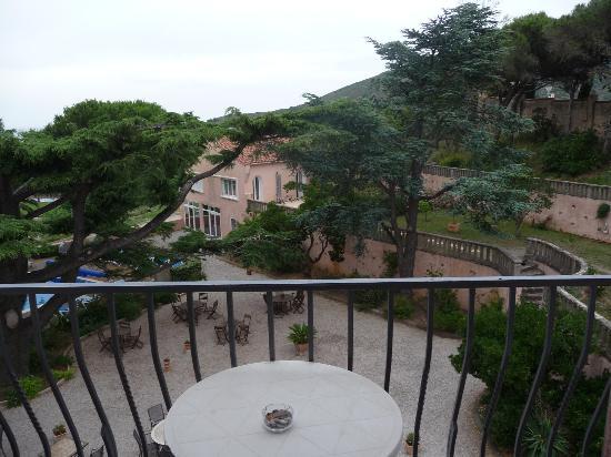 Hotel Les Jardins du Cedre : vue sur le jardin depuis la chambre