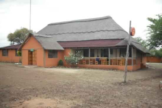Lituba Lodge: Front view of Lodge