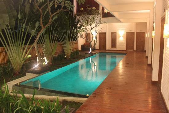 Echoland: Pool Area
