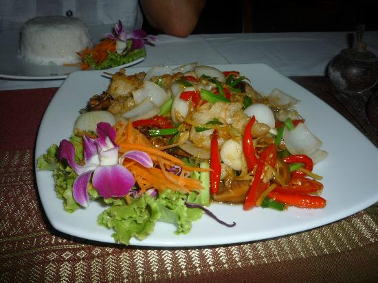 Manubai Restaurant Lounge-bar: Fried fish with ginger - special made for us. Excellent service.