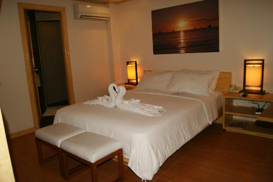 Shore Time Hotel Boracay: bed (1st flr)