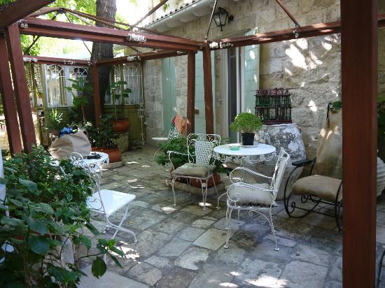 The Aigli : patio of the hotel
