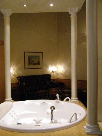 Ca' Bauta: Jacuzzi and bedroom
