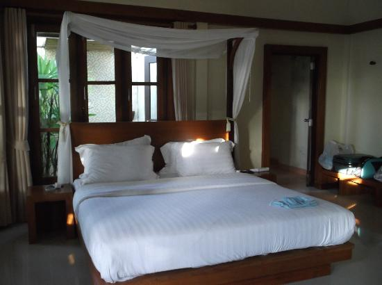 The Sea House Beach Resort: Big bed!