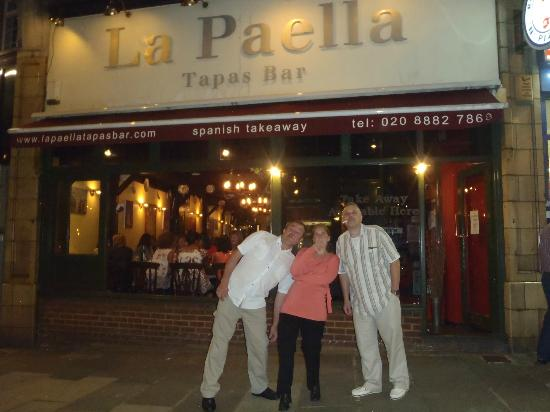 La Paella Tapas Bar: The smokers tut tut...