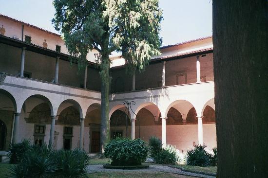 Santa Maria del Carmine : Cloître de Santa Maria delle Carmine photo Francesca GILLON