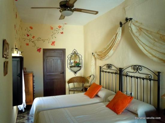 Baraka Bed and Breakfast: Our room (Safraa)