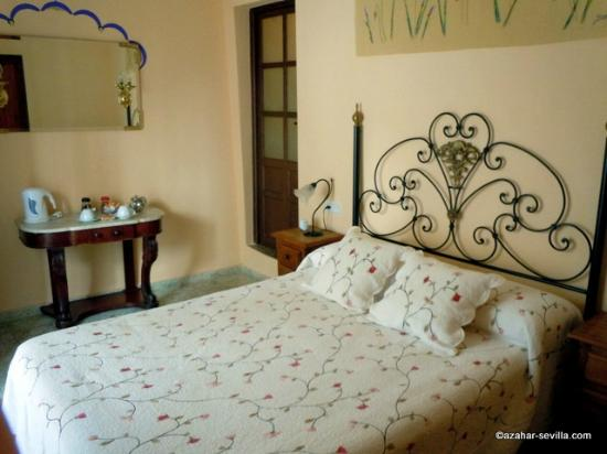 Baraka Boutique Pension: Our friends' room (Warda)