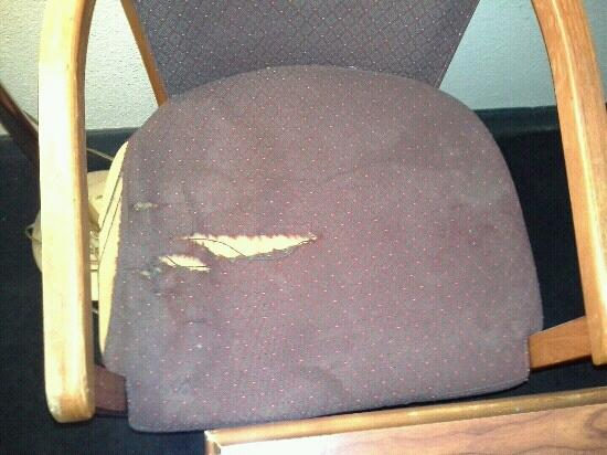 Super 7 Motel: dirty ripped chair