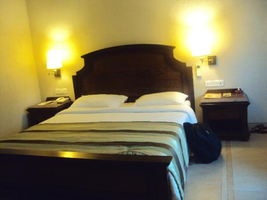 Neelam Hotels - The Glitz Goa: bed