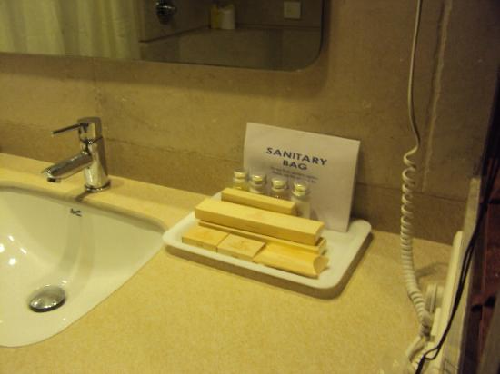 نيلامز ذا جليتز: toileteries 