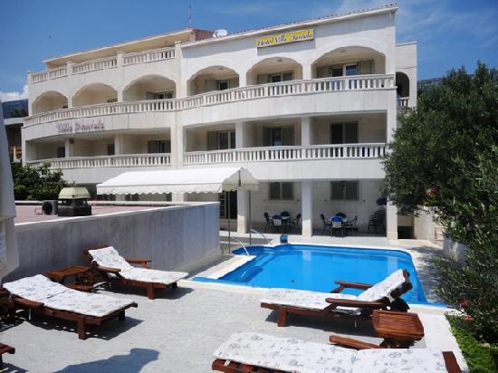 Hotel Villa Daniela: Frontside