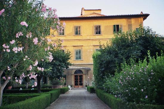 Casa Santo Nome di Gesu: Vue du couvent du jardin photo Francesca GILLON