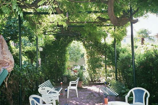 Casa Santo Nome di Gesu: Dans le jardin du couvent photo Francesca GILLON