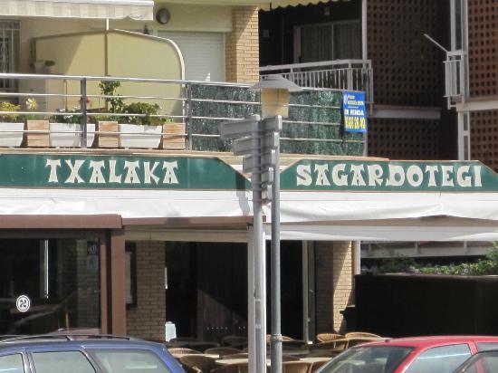 Txalaka: Restaurant front