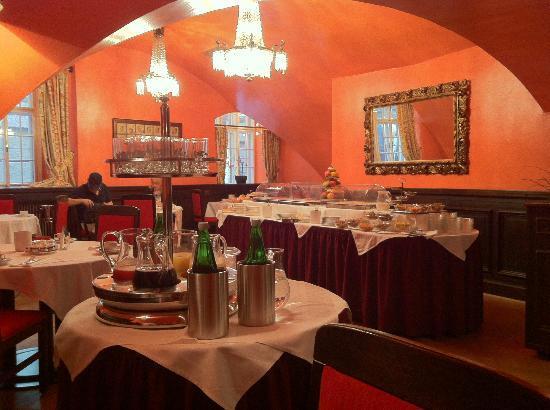 Hotel Konig Von Ungarn: Salle du petit-déjeûner