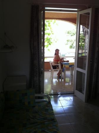 Portorosa Village Apartment: terrazzo fuori al salone con vista sulla laguna porto
