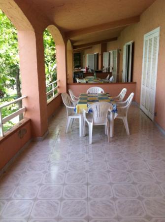 Portorosa Village Apartment: il grande terrazzo dell'appartamento