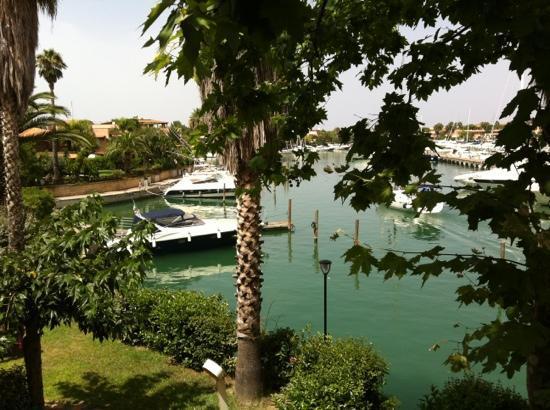 Portorosa Village Apartment: vista dalla terrazza sulla laguna porto