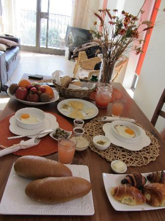 Posh Pina-Nof Psagot : Our breakfast served in our room