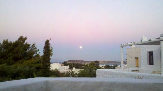 Anezina Village: Moonrise from our balcony