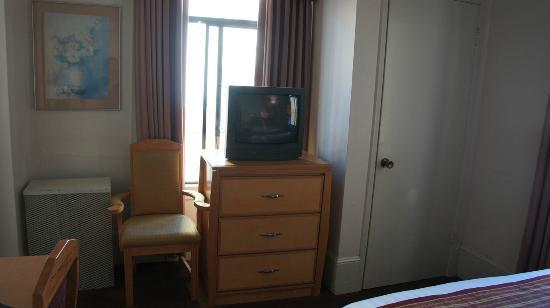 Grant Plaza Hotel: View from Bed - the TV
